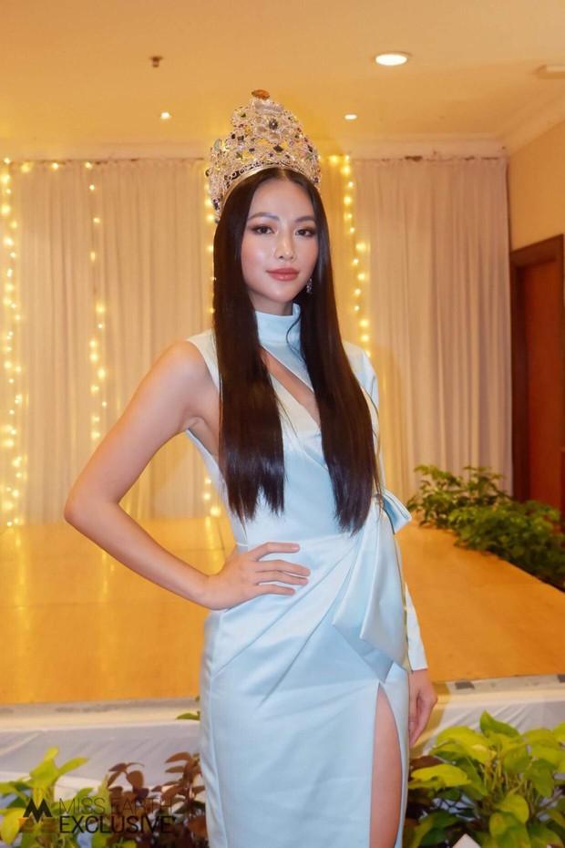 Phương Khánh đội vương miện 3,5 tỷ, diện váy gợi cảm chấm thi chung kết Miss Earth Malaysia 2019 - Ảnh 1.