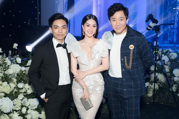 Dàn sao Việt khủng góp mặt trong đám cưới ái nữ đại gia nghìn tỷ Minh Nhựa: Trấn Thành, vợ chồng Khánh Thi, Soobin đổ bộ - Ảnh 4.