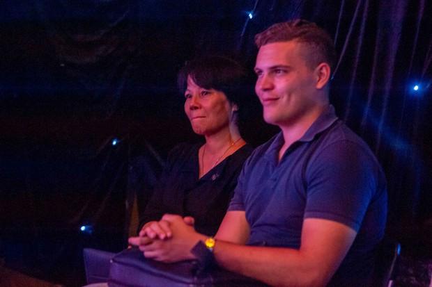 Phượng Vũ và mẹ khóc trên sân khấu vì nhớ lại quãng thời gian khó khăn - Ảnh 4.