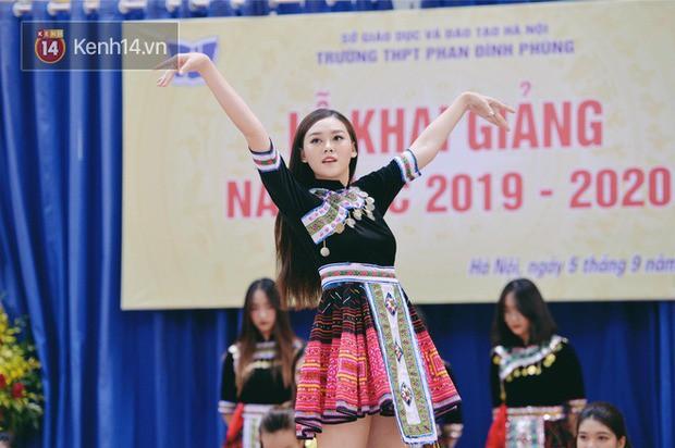 Dàn Hoa hậu Thế giới Việt Nam gây bão khi về lại trường khai giảng: Thùy Linh và Kiều Loan quá xinh, Tường San bất ngờ nhảy cover - Ảnh 11.