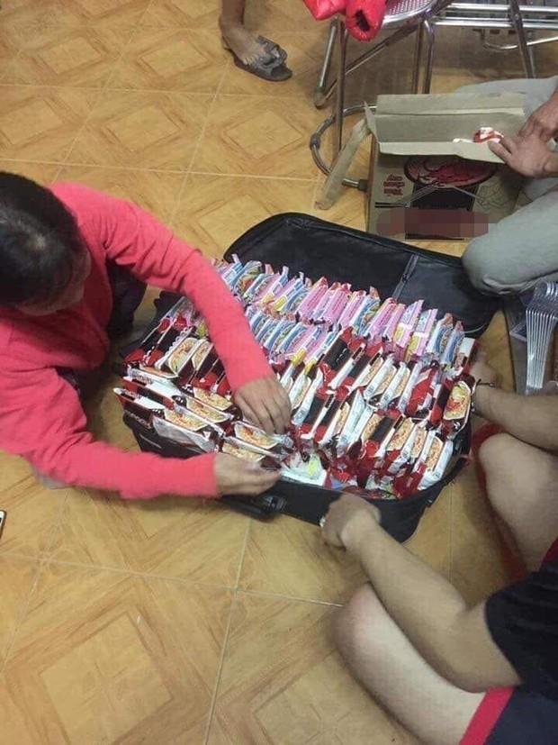 Khoe vali chuẩn bị sang bển, du học sinh khiến dân mạng xôn xao vì ai cũng mang chung một thứ này kín cả vali - Ảnh 1.