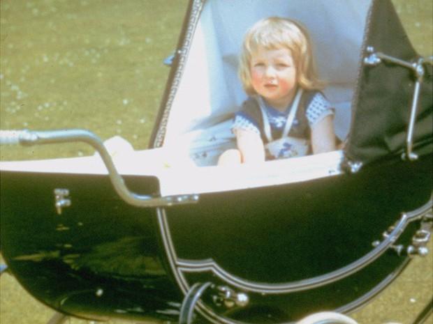 Công nương Diana: Cuộc đời đẫm nước mắt của đóa hồng nước Anh xinh đẹp, tài hoa nhưng bạc mệnh - Ảnh 1.