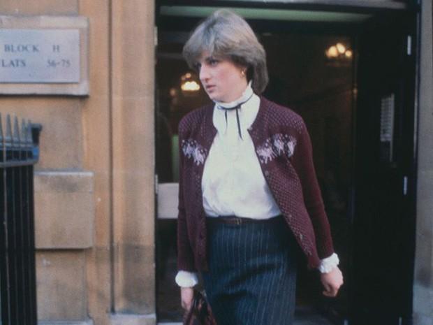 Công nương Diana: Cuộc đời đẫm nước mắt của đóa hồng nước Anh xinh đẹp, tài hoa nhưng bạc mệnh - Ảnh 2.
