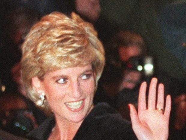 Công nương Diana: Cuộc đời đẫm nước mắt của đóa hồng nước Anh xinh đẹp, tài hoa nhưng bạc mệnh - Ảnh 15.