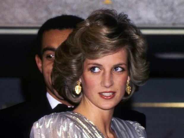 Công nương Diana: Cuộc đời đẫm nước mắt của đóa hồng nước Anh xinh đẹp, tài hoa nhưng bạc mệnh - Ảnh 17.