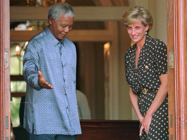 Công nương Diana: Cuộc đời đẫm nước mắt của đóa hồng nước Anh xinh đẹp, tài hoa nhưng bạc mệnh - Ảnh 19.