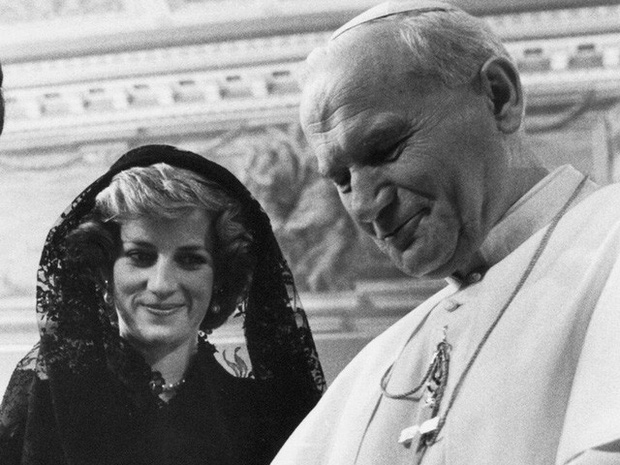 Công nương Diana: Cuộc đời đẫm nước mắt của đóa hồng nước Anh xinh đẹp, tài hoa nhưng bạc mệnh - Ảnh 20.