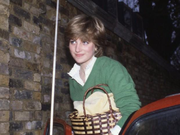 Công nương Diana: Cuộc đời đẫm nước mắt của đóa hồng nước Anh xinh đẹp, tài hoa nhưng bạc mệnh - Ảnh 3.