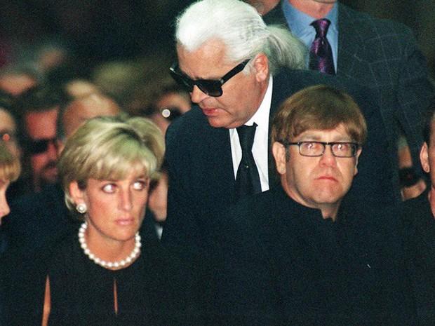 Công nương Diana: Cuộc đời đẫm nước mắt của đóa hồng nước Anh xinh đẹp, tài hoa nhưng bạc mệnh - Ảnh 21.