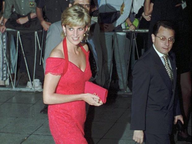 Công nương Diana: Cuộc đời đẫm nước mắt của đóa hồng nước Anh xinh đẹp, tài hoa nhưng bạc mệnh - Ảnh 22.