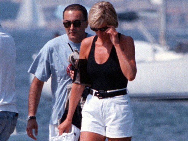 Công nương Diana: Cuộc đời đẫm nước mắt của đóa hồng nước Anh xinh đẹp, tài hoa nhưng bạc mệnh - Ảnh 27.