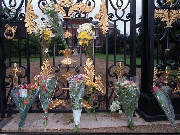 Công nương Diana: Cuộc đời đẫm nước mắt của đóa hồng nước Anh xinh đẹp, tài hoa nhưng bạc mệnh - Ảnh 28.