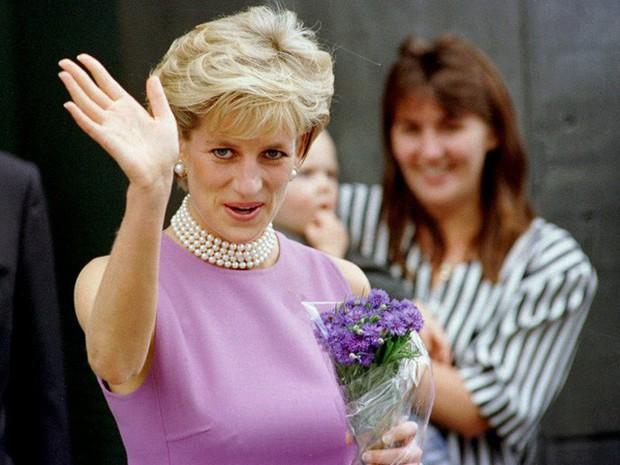 Công nương Diana: Cuộc đời đẫm nước mắt của đóa hồng nước Anh xinh đẹp, tài hoa nhưng bạc mệnh - Ảnh 30.