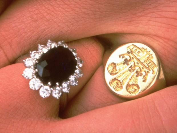 Công nương Diana: Cuộc đời đẫm nước mắt của đóa hồng nước Anh xinh đẹp, tài hoa nhưng bạc mệnh - Ảnh 5.