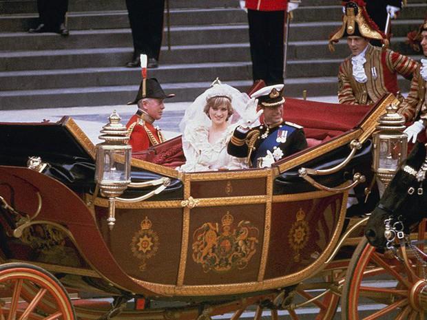 Công nương Diana: Cuộc đời đẫm nước mắt của đóa hồng nước Anh xinh đẹp, tài hoa nhưng bạc mệnh - Ảnh 6.