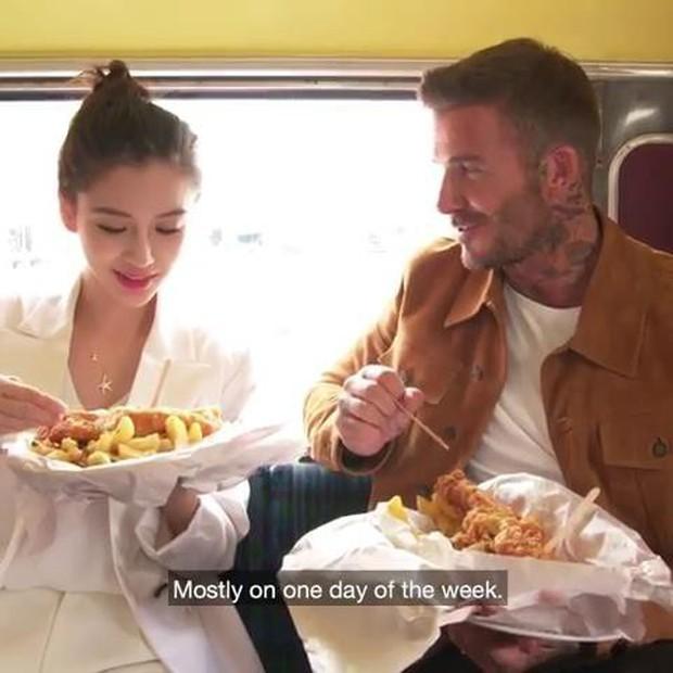 Lộ ảnh hậu trường David Beckham kết hôn với Angela Baby, nhan sắc mỹ nhân Cbiz gần lấn át cả danh thủ đình đám - Ảnh 7.