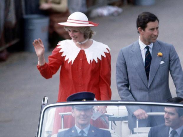 Công nương Diana: Cuộc đời đẫm nước mắt của đóa hồng nước Anh xinh đẹp, tài hoa nhưng bạc mệnh - Ảnh 8.