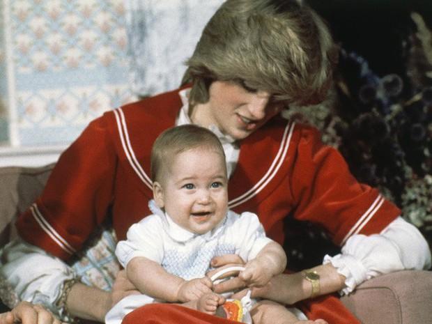 Công nương Diana: Cuộc đời đẫm nước mắt của đóa hồng nước Anh xinh đẹp, tài hoa nhưng bạc mệnh - Ảnh 9.