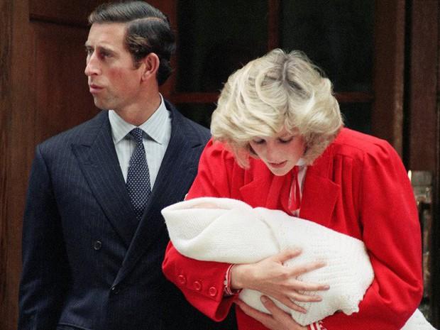 Công nương Diana: Cuộc đời đẫm nước mắt của đóa hồng nước Anh xinh đẹp, tài hoa nhưng bạc mệnh - Ảnh 10.