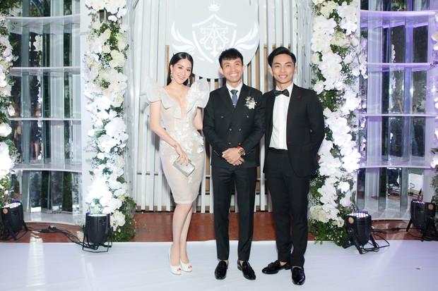 Dàn sao Việt khủng góp mặt trong đám cưới ái nữ đại gia nghìn tỷ Minh Nhựa: Trấn Thành, vợ chồng Khánh Thi, Soobin đổ bộ - Ảnh 3.
