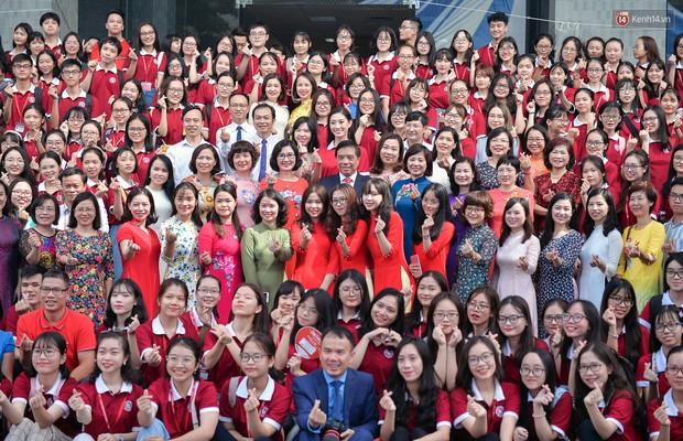 Hoa hậu Lương Thùy Linh đẹp xuất sắc trong ngày khai giảng Ngoại thương, khẳng định chưa có ý định Nam tiến để tập trung cho học tập - Ảnh 4.
