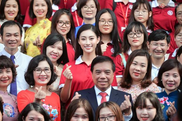 Hoa hậu Lương Thùy Linh đẹp xuất sắc trong ngày khai giảng Ngoại thương, khẳng định chưa có ý định Nam tiến để tập trung cho học tập - Ảnh 3.