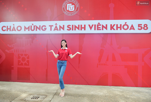 Hoa hậu Lương Thùy Linh đẹp xuất sắc trong ngày khai giảng Ngoại thương, khẳng định chưa có ý định Nam tiến để tập trung cho học tập - Ảnh 7.