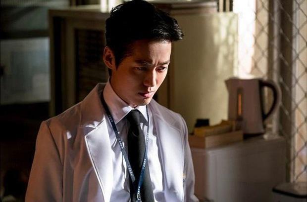 Khán giả bất bình vì nhà đài hùa nhau ngó lơ Nam Goong Min và Ji Sung: Ủa nghiêm túc đi mấy bác? - Ảnh 1.