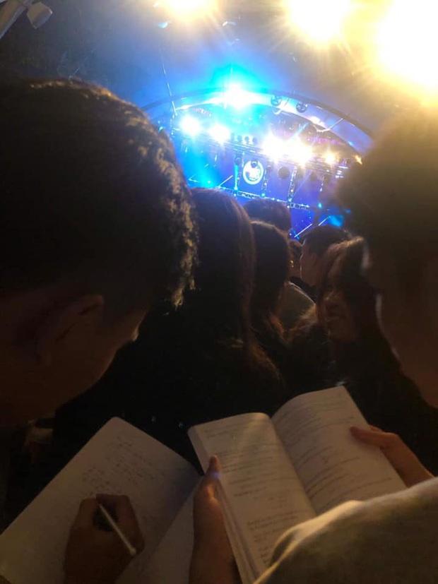 Khổ nhất đêm Countdown đích thị là tụi học trò ôn thi: Mang cả sách giáo khoa đi quẩy, đi về mất luôn cả bảng tuần hoàn Hóa học - Ảnh 5.