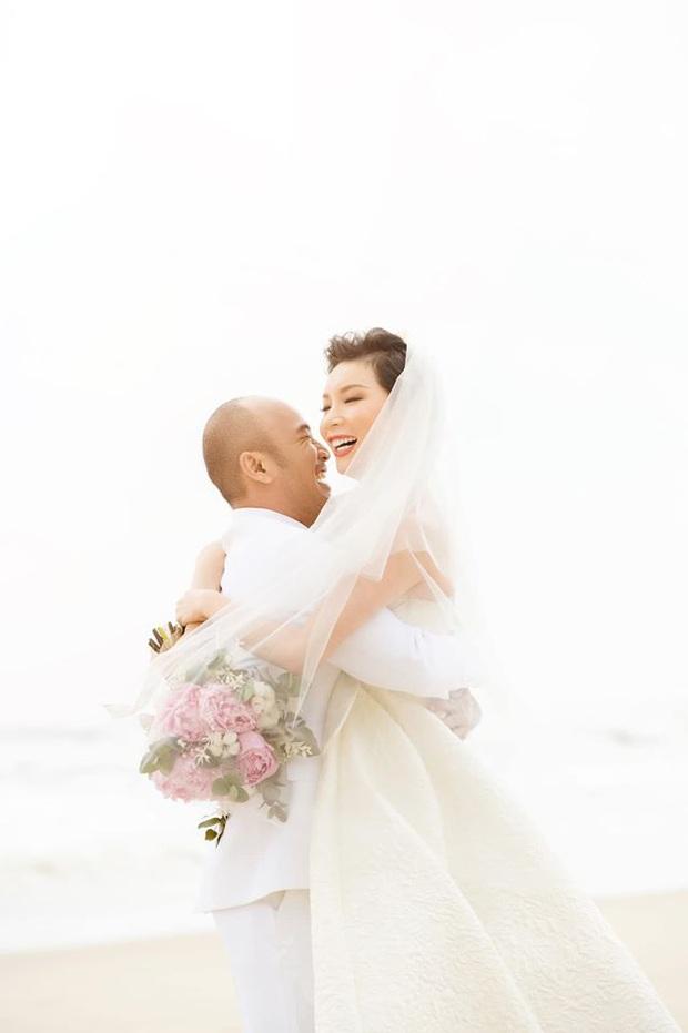 Tin hỉ mở màn Vbiz ngày đầu năm: Siêu mẫu Xuân Lan lên xe hoa ở tuổi 41, hé lộ bộ ảnh cưới lộng lẫy - Ảnh 18.