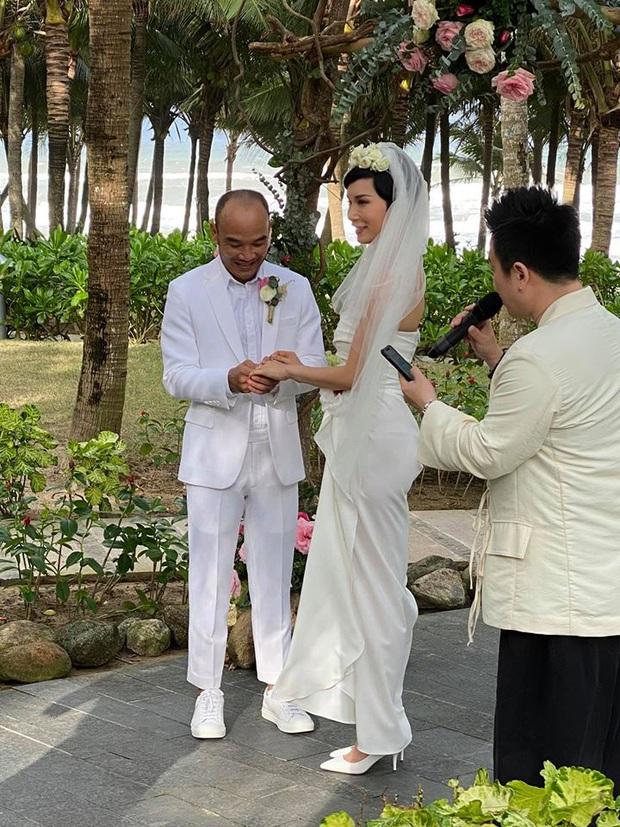 Tin hỉ mở màn Vbiz ngày đầu năm: Siêu mẫu Xuân Lan lên xe hoa ở tuổi 41, hé lộ bộ ảnh cưới lộng lẫy - Ảnh 4.