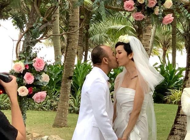 Hé lộ bên trong đám cưới đầu tiên Vbiz ngày 1/1: Trương Quỳnh Anh và hội bạn Hà Tăng đến dự, quẩy với cô dâu từ chiếu tới đêm - Ảnh 2.