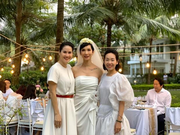 Hé lộ bên trong đám cưới đầu tiên Vbiz ngày 1/1: Trương Quỳnh Anh và hội bạn Hà Tăng đến dự, quẩy với cô dâu từ chiếu tới đêm - Ảnh 7.