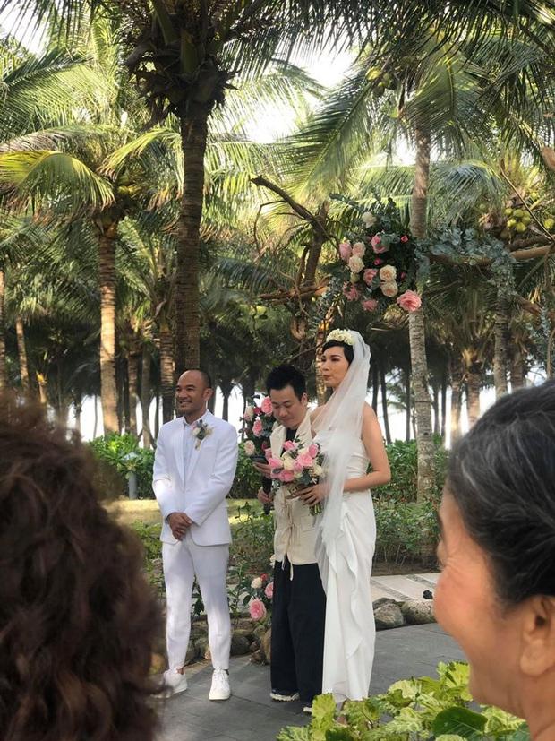Hé lộ bên trong đám cưới đầu tiên Vbiz ngày 1/1: Trương Quỳnh Anh và hội bạn Hà Tăng đến dự, quẩy với cô dâu từ chiếu tới đêm - Ảnh 1.