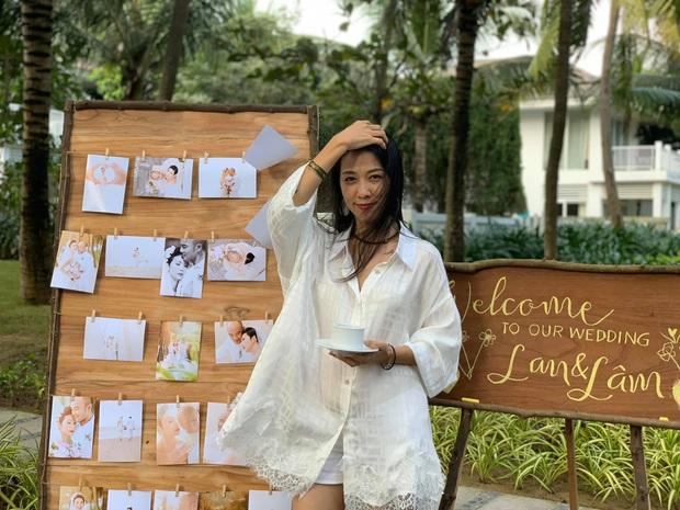 Hé lộ bên trong đám cưới đầu tiên Vbiz ngày 1/1: Trương Quỳnh Anh và hội bạn Hà Tăng đến dự, quẩy với cô dâu từ chiếu tới đêm - Ảnh 5.