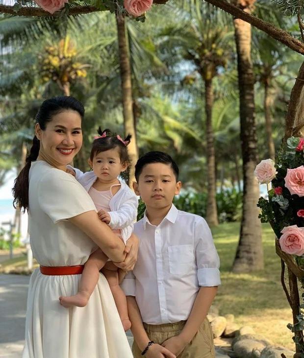 Hé lộ bên trong đám cưới đầu tiên Vbiz ngày 1/1: Trương Quỳnh Anh và hội bạn Hà Tăng đến dự, quẩy với cô dâu từ chiếu tới đêm - Ảnh 4.