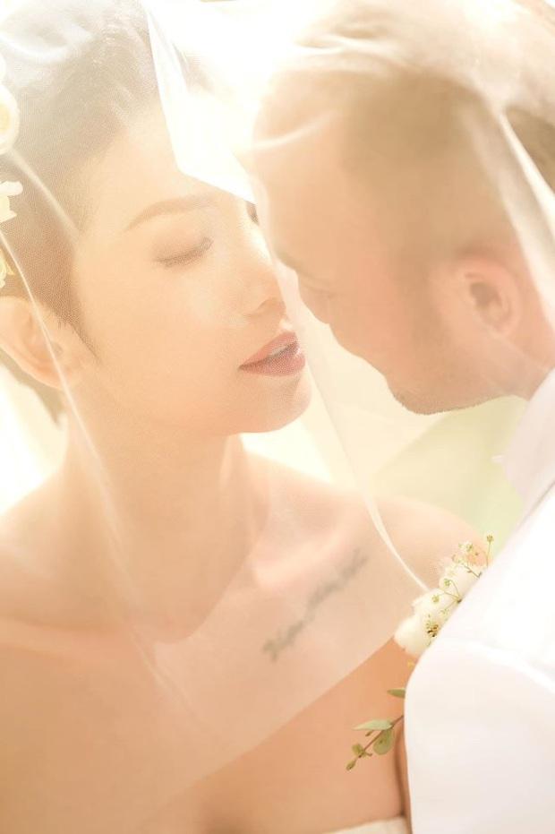 Tin hỉ mở màn Vbiz ngày đầu năm: Siêu mẫu Xuân Lan lên xe hoa ở tuổi 41, hé lộ bộ ảnh cưới lộng lẫy - Ảnh 7.