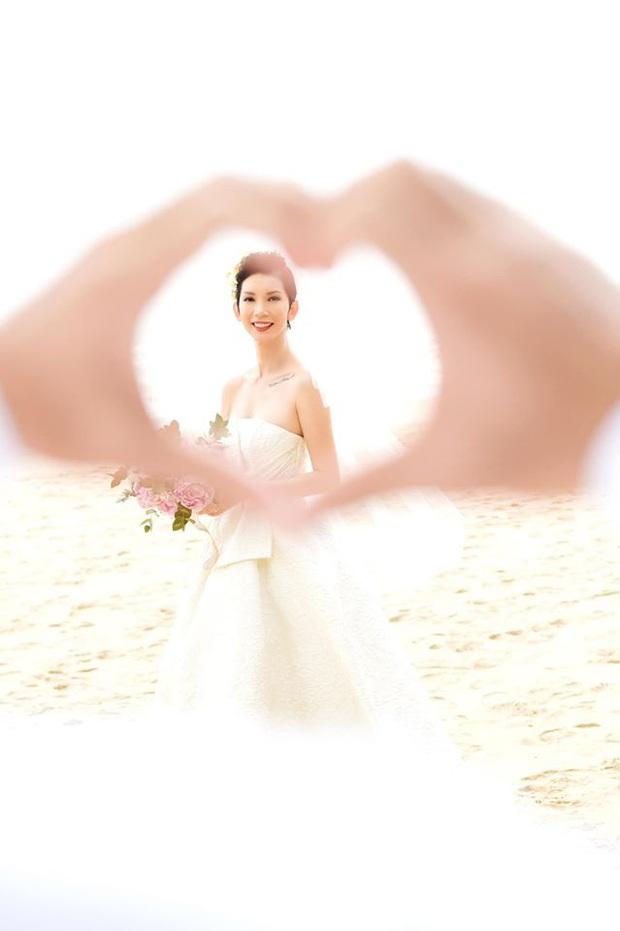 Tin hỉ mở màn Vbiz ngày đầu năm: Siêu mẫu Xuân Lan lên xe hoa ở tuổi 41, hé lộ bộ ảnh cưới lộng lẫy - Ảnh 6.