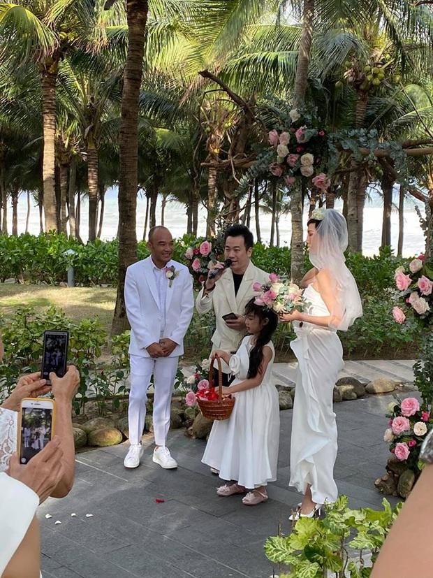 Tin hỉ mở màn Vbiz ngày đầu năm: Siêu mẫu Xuân Lan lên xe hoa ở tuổi 41, hé lộ bộ ảnh cưới lộng lẫy - Ảnh 2.