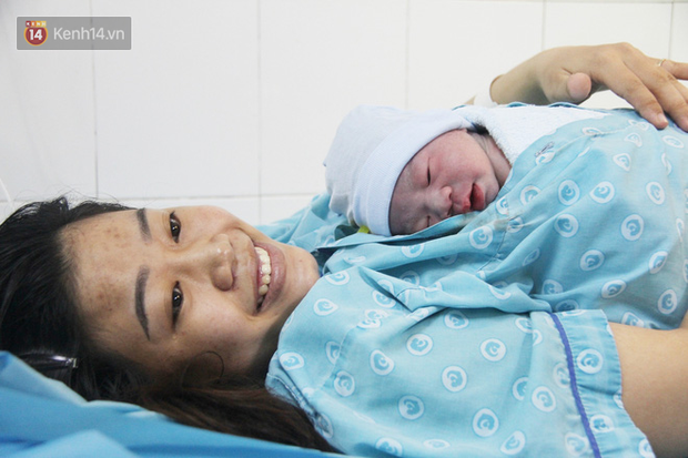 Ngắm nhìn những em bé chào đời trong thời khắc giao thừa mừng thập niên mới 2020 và cái tên mang ý nghĩa mặt trời của bố mẹ - Ảnh 9.
