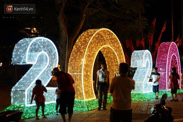 Người dân choáng ngợp trước vẻ đẹp rực rỡ của đường phố Cần Thơ ngày đầu năm 2020 - Ảnh 4.
