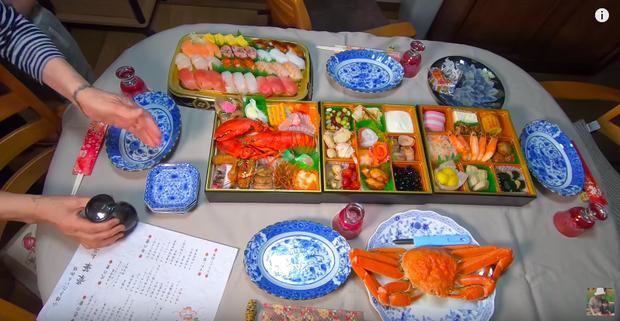 Hội ngộ đoàn viên bên gia đình chồng, Quỳnh Trần JP tiết lộ mâm cơm độc lạ không thể thiếu trong dịp năm mới của người Nhật - Ảnh 8.