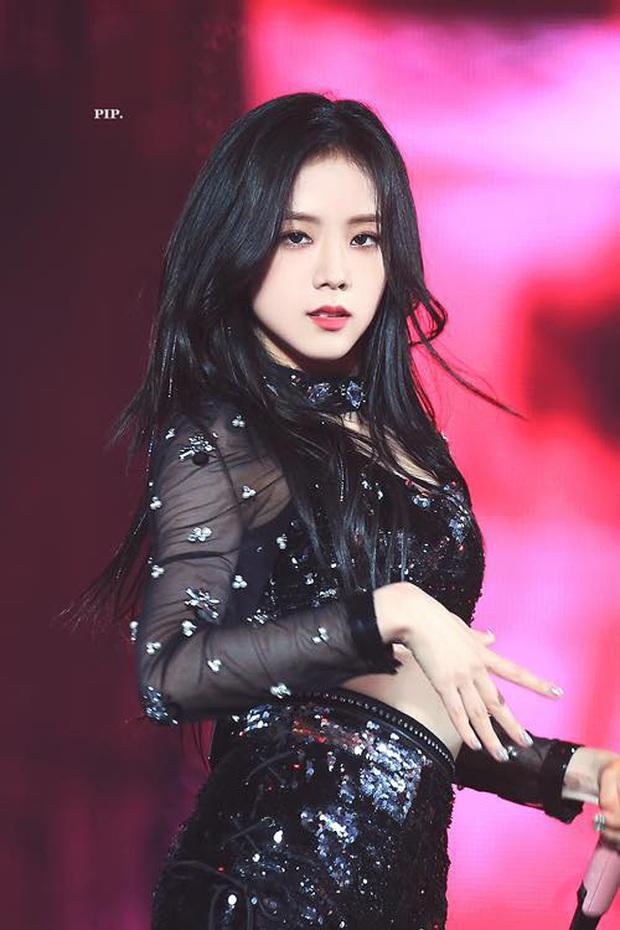 """Hội idol debut """"hụt"""" trong nhóm khác: Jin (BTS) đã có thể ra mắt với EXO, Jisoo (BLACKPINK) suýt là thành viên của Red Velvet? - Ảnh 1."""