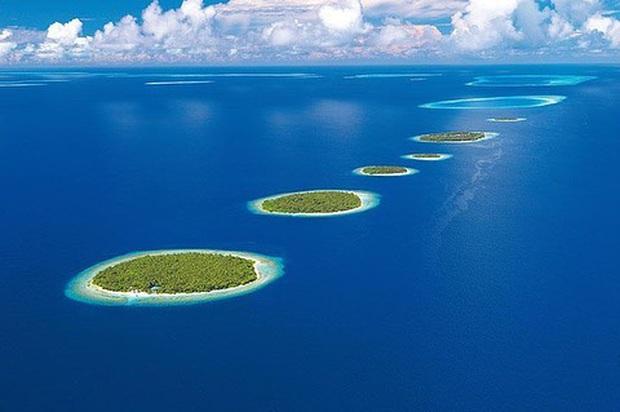 """Muốn biết bàn tay mẹ thiên nhiên kỳ diệu thế nào, cứ nhìn vào 5 hòn đảo """"nằm thẳng tắp thành 1 hàng"""" ở Maldives này sẽ rõ! - Ảnh 5."""
