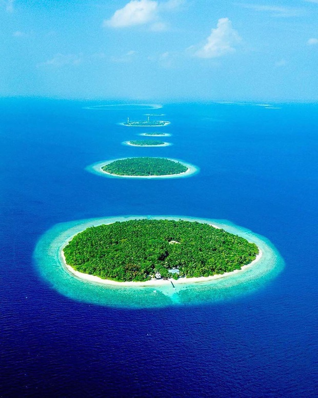 """Muốn biết bàn tay mẹ thiên nhiên kỳ diệu thế nào, cứ nhìn vào 5 hòn đảo """"nằm thẳng tắp thành 1 hàng"""" ở Maldives này sẽ rõ! - Ảnh 4."""