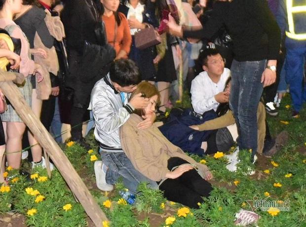Chen nhau đón năm mới, thiếu nữ ngất xỉu bên vườn hoa Hà Nội - Ảnh 12.