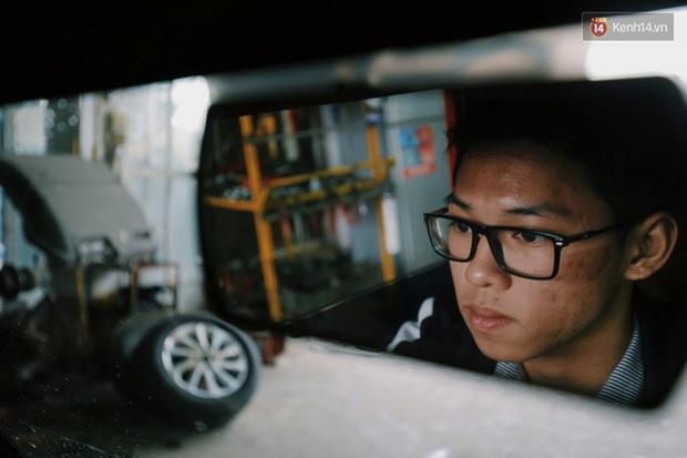 Học sinh lớp 12 ở Nam Định chế tạo xe ô tô điện chạy bằng năng lượng mặt trời, chở được 12 người - Ảnh 2.