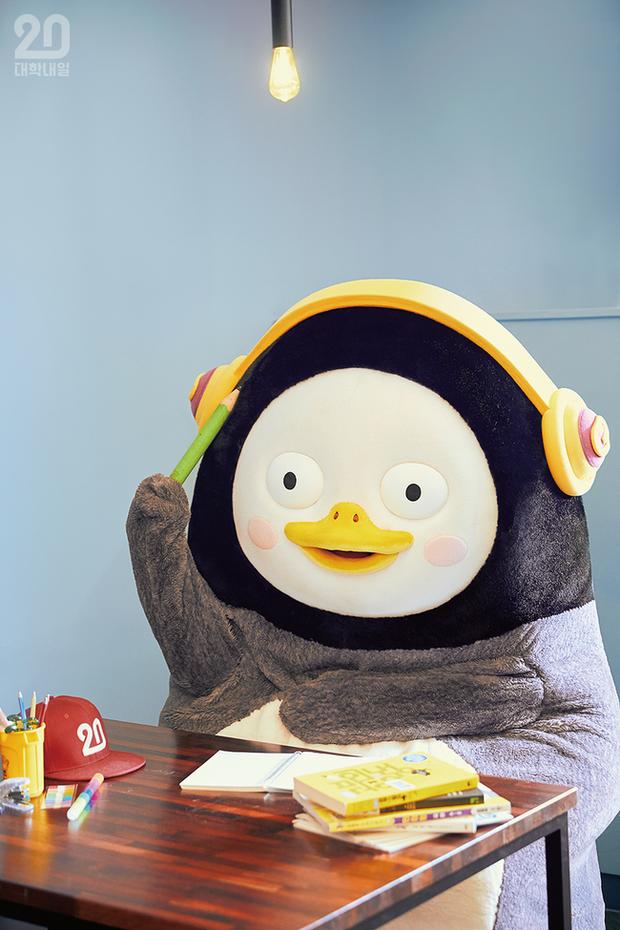 Chim cánh cụt Pengsoo: Thần tượng mới của người Hàn Quốc bởi tính cách không giống ai, dám đi ngược lại chuẩn mực và định kiến của xứ kim chi - Ảnh 2.