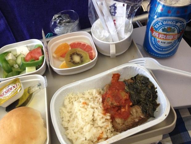 Nhìn phát thèm với suất ăn của các hãng bay trên thế giới, có hãng còn phục vụ cả tôm hùm hoành tráng như nhà hàng 5 sao - Ảnh 12.