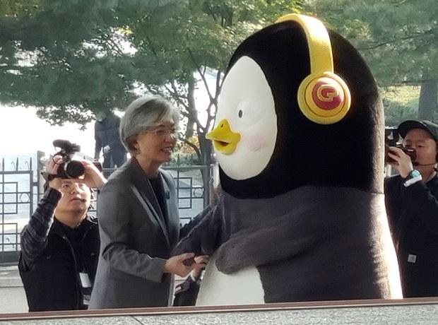 Chim cánh cụt Pengsoo: Thần tượng mới của người Hàn Quốc bởi tính cách không giống ai, dám đi ngược lại chuẩn mực và định kiến của xứ kim chi - Ảnh 4.